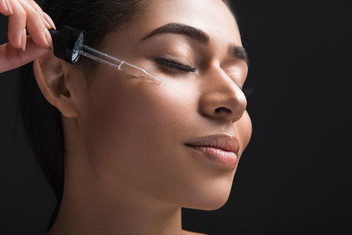 Serum do twarzy – właściwości i zasady stosowania