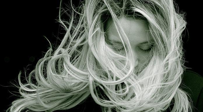 Zagęszczanie włosów – na czym to polega?