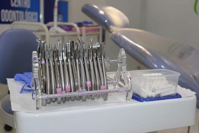 Implanty, czyli sposób na pełne i piękne uzębienie