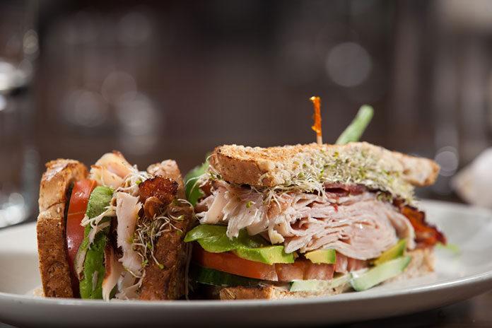 Sprawdź przepisy na smaczne kanapki na przekąskę i do pracy