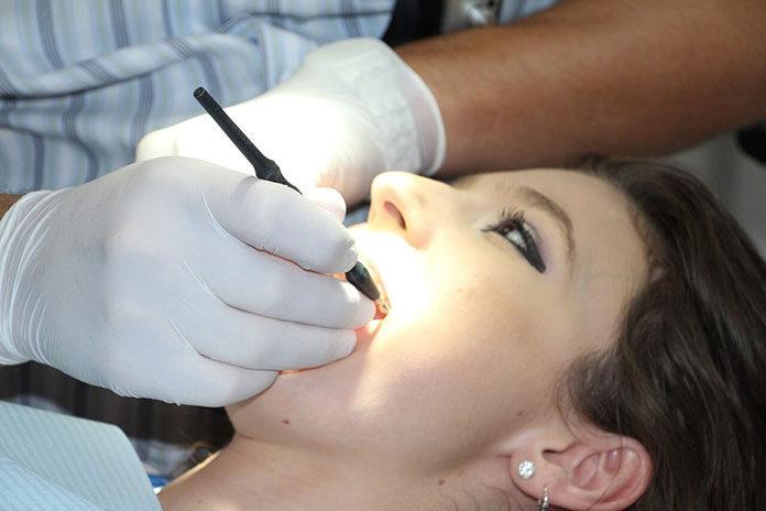 Endodoncja pod mikroskopem - co warto wiedzieć?