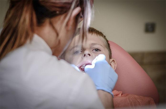 Skuteczne i bezpieczne leczenie próchnicy u dzieci