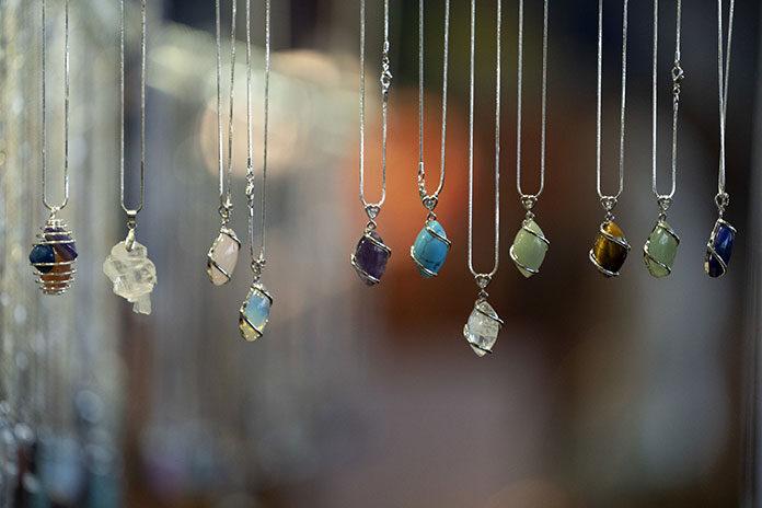 Co oznaczają kamienie szlachetne w biżuterii