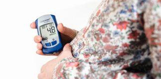 Kobieta w ciąży z cukrzycą musi często kontrolować poziom cukru
