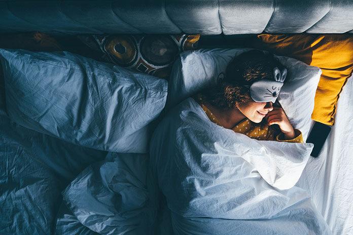 Czy w soczewkach kontaktowych można spać